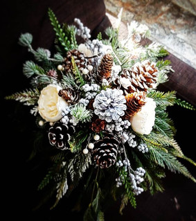Pinecone cascade bouquet..jpe