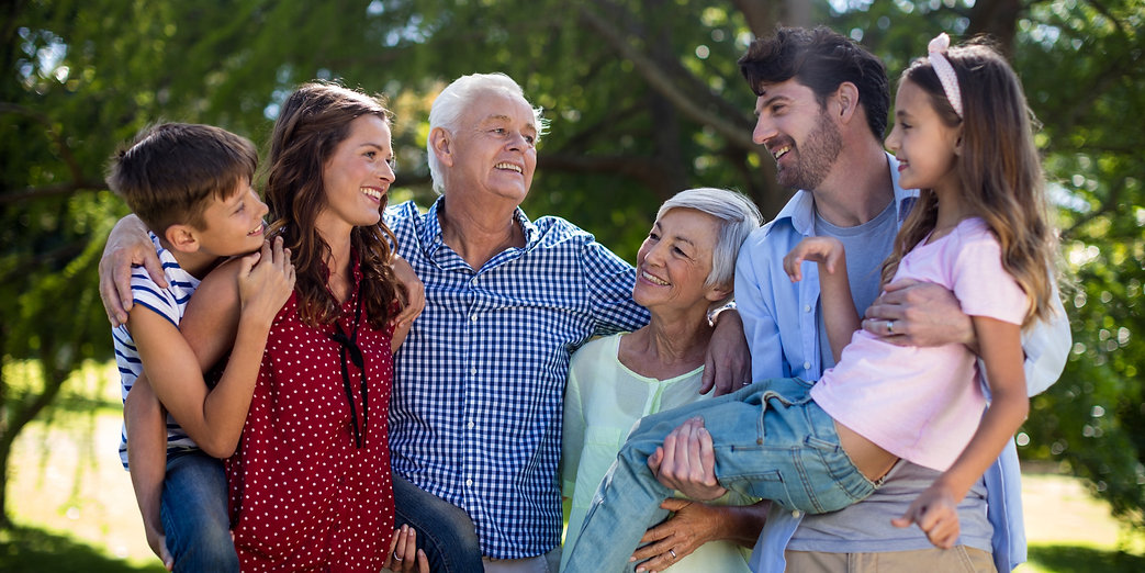 smiling-family-posing-together-in-park_e