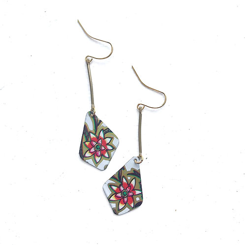 Vintage Tin Earrings Dangling Diamond with Star Flower in White and Red