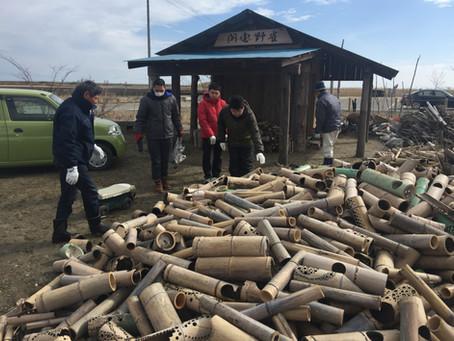 山元町で竹炭づくりの竹割ボランティア
