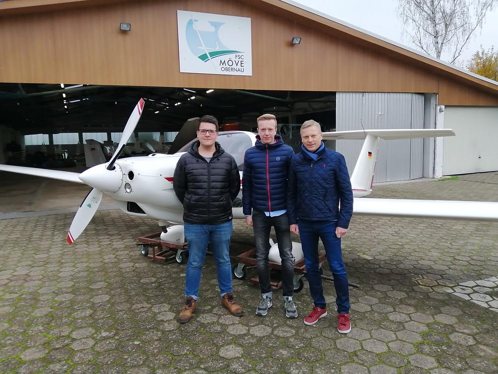 Bestandene Theorieprüfung für drei Obernauer Segelflieger
