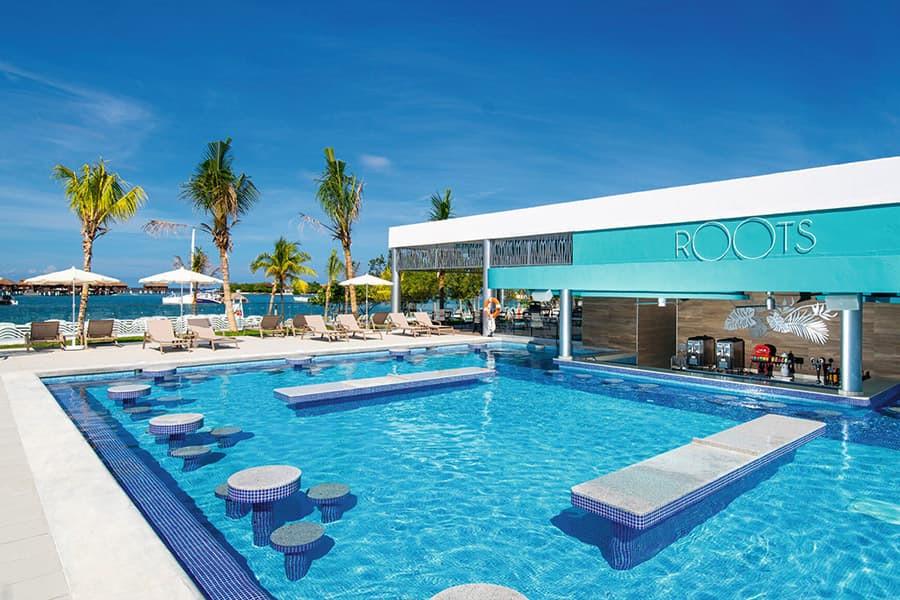 bar-pool-riu-montego-bay_tcm55-245680.jp