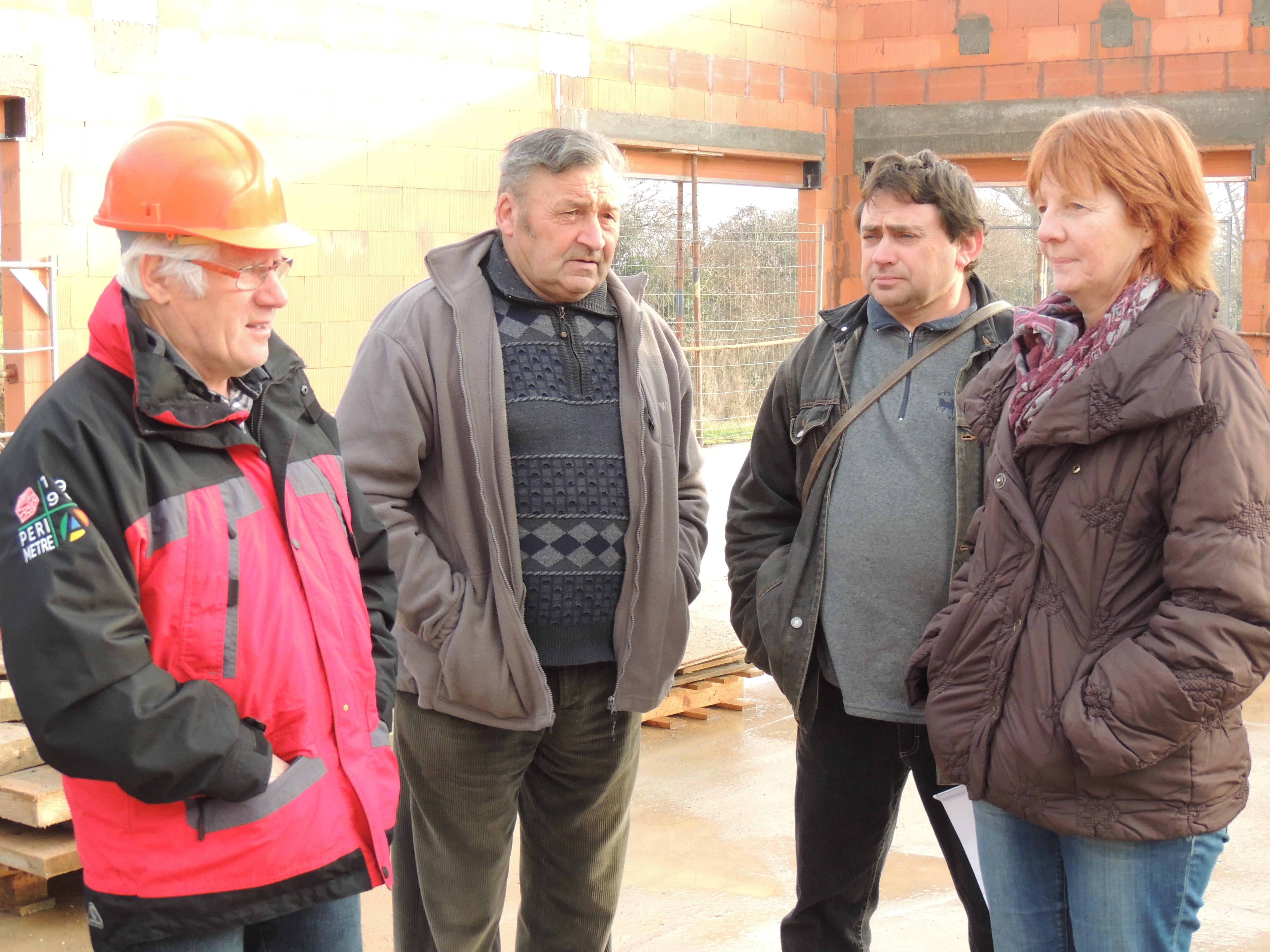 Visite_des_Elèves_au_chantier_de_la_future_Ecole_Maternelle_-_vendredi_16_decembre_2016_-____(23)