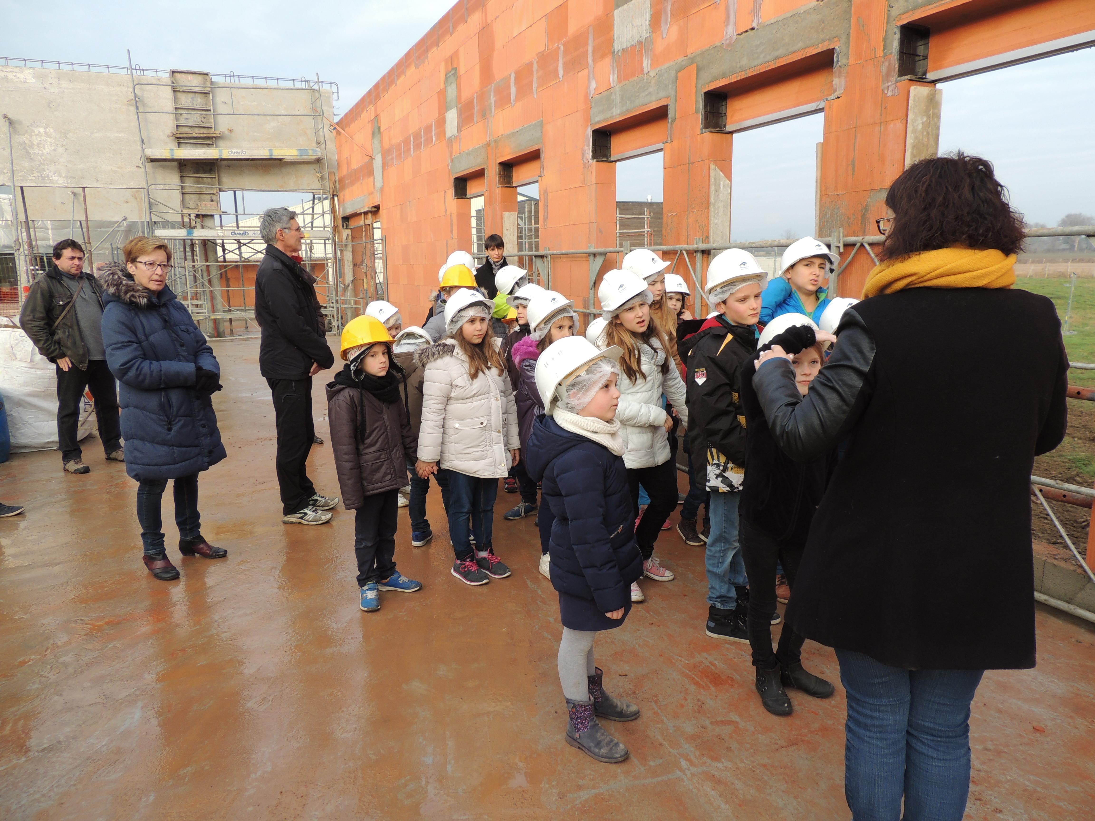 Visite_des_Elèves_au_chantier_de_la_future_Ecole_Maternelle_-_vendredi_16_decembre_2016_-____(17)