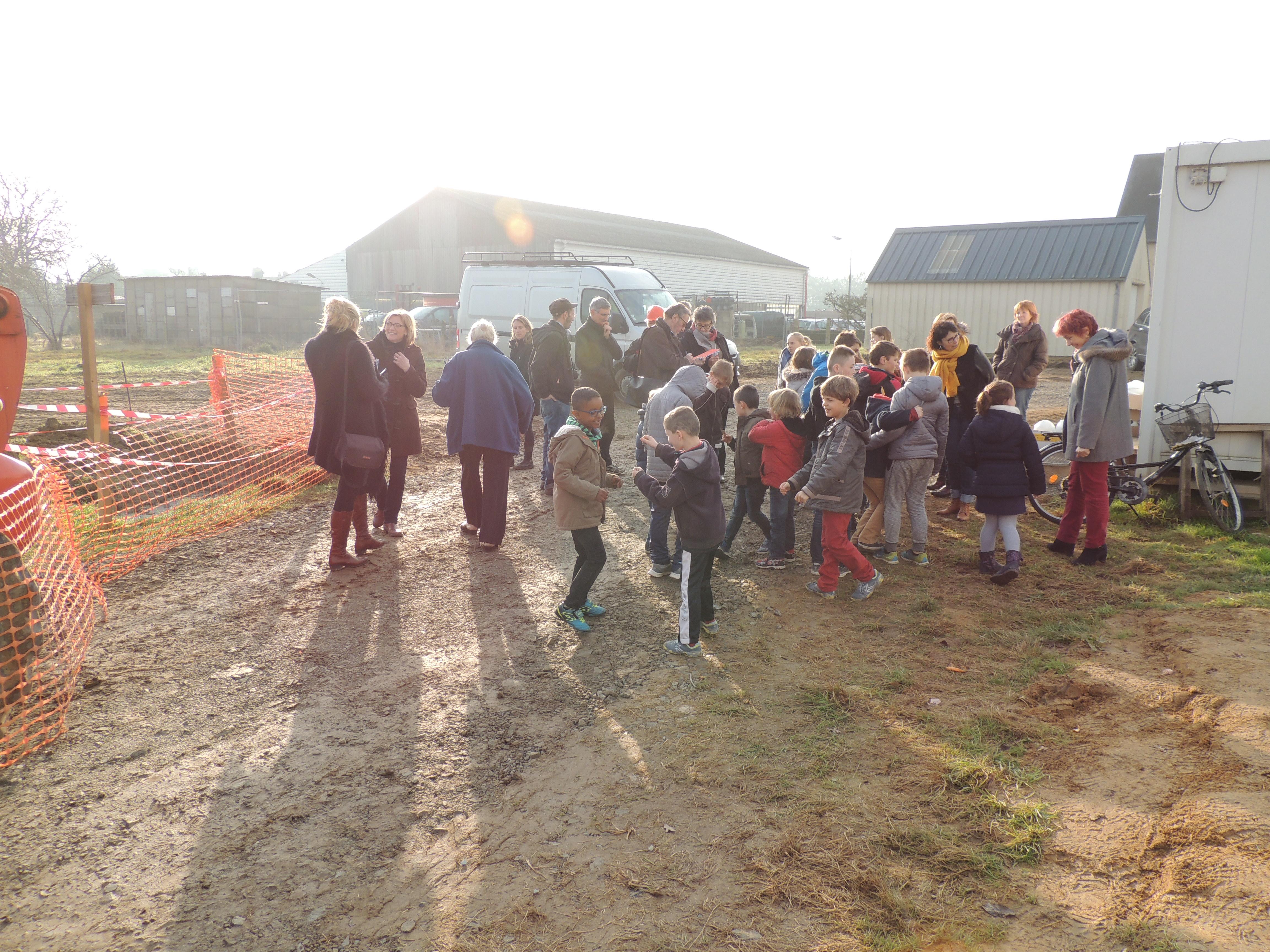Visite_des_Elèves_au_chantier_de_la_future_Ecole_Maternelle_-_vendredi_16_decembre_2016_-____(28)