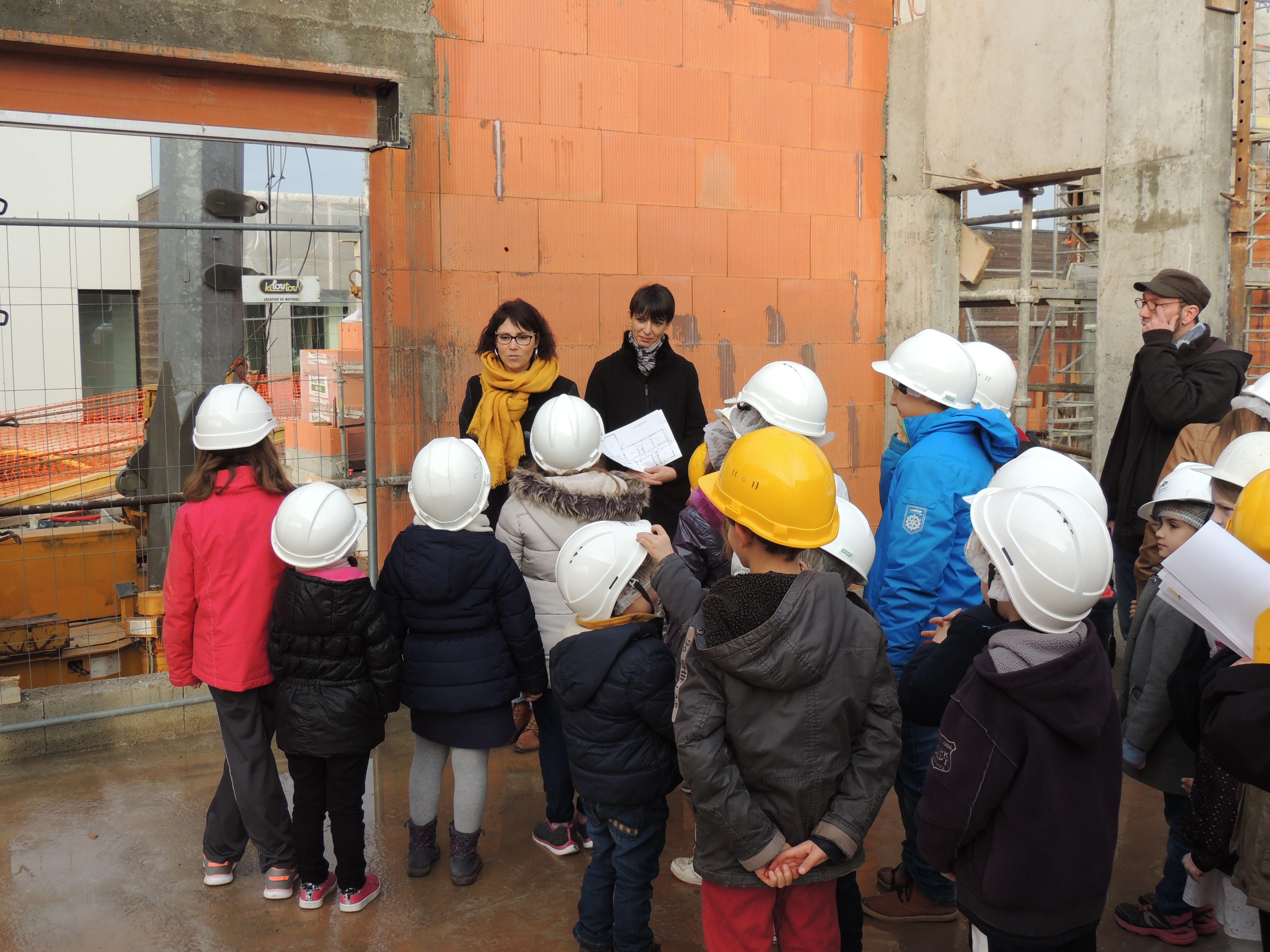 Visite_des_Elèves_au_chantier_de_la_future_Ecole_Maternelle_-_vendredi_16_decembre_2016_-____(20)