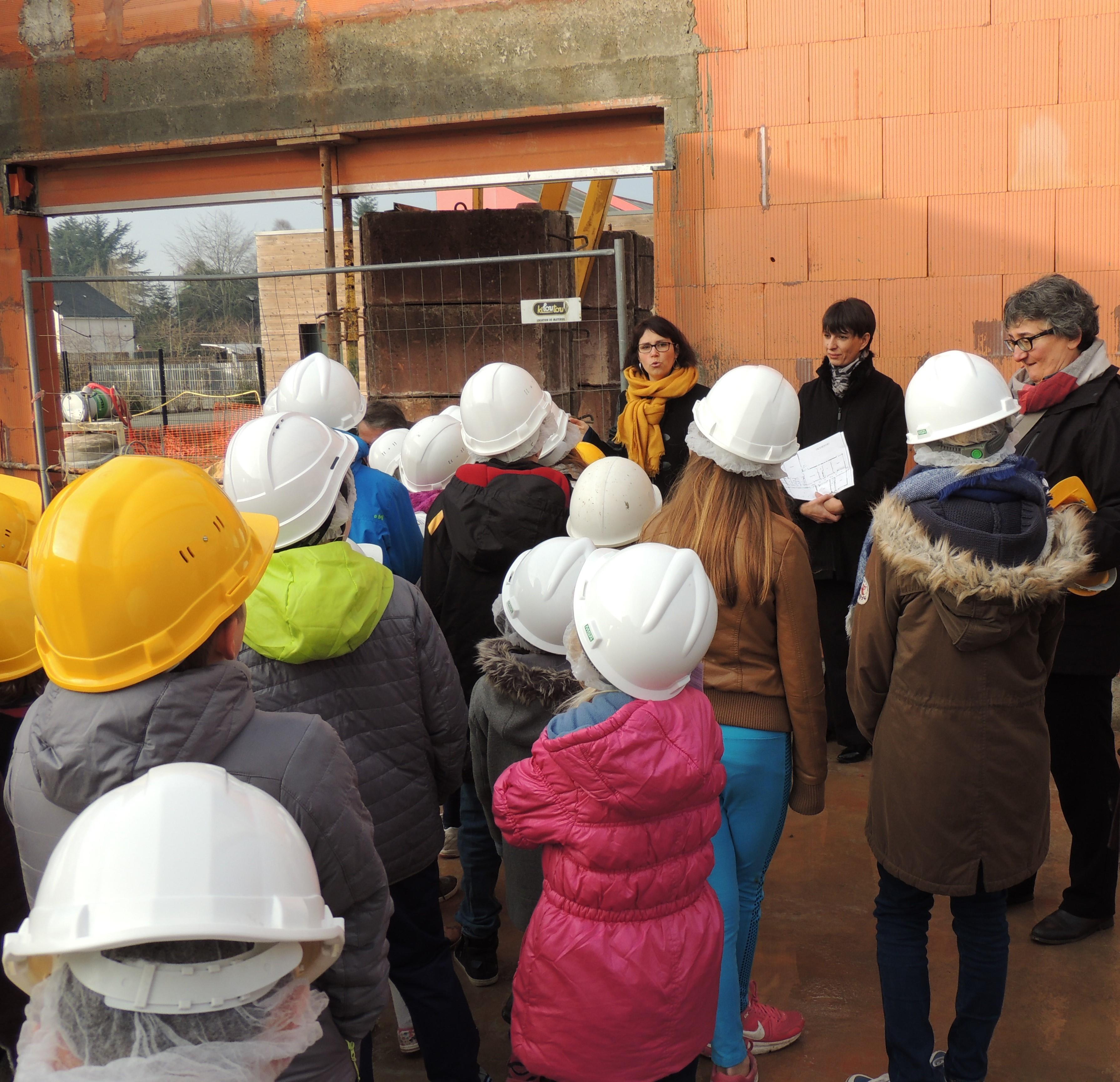Visite_des_Elèves_au_chantier_de_la_future_Ecole_Maternelle_-_vendredi_16_decembre_2016_-____(24)