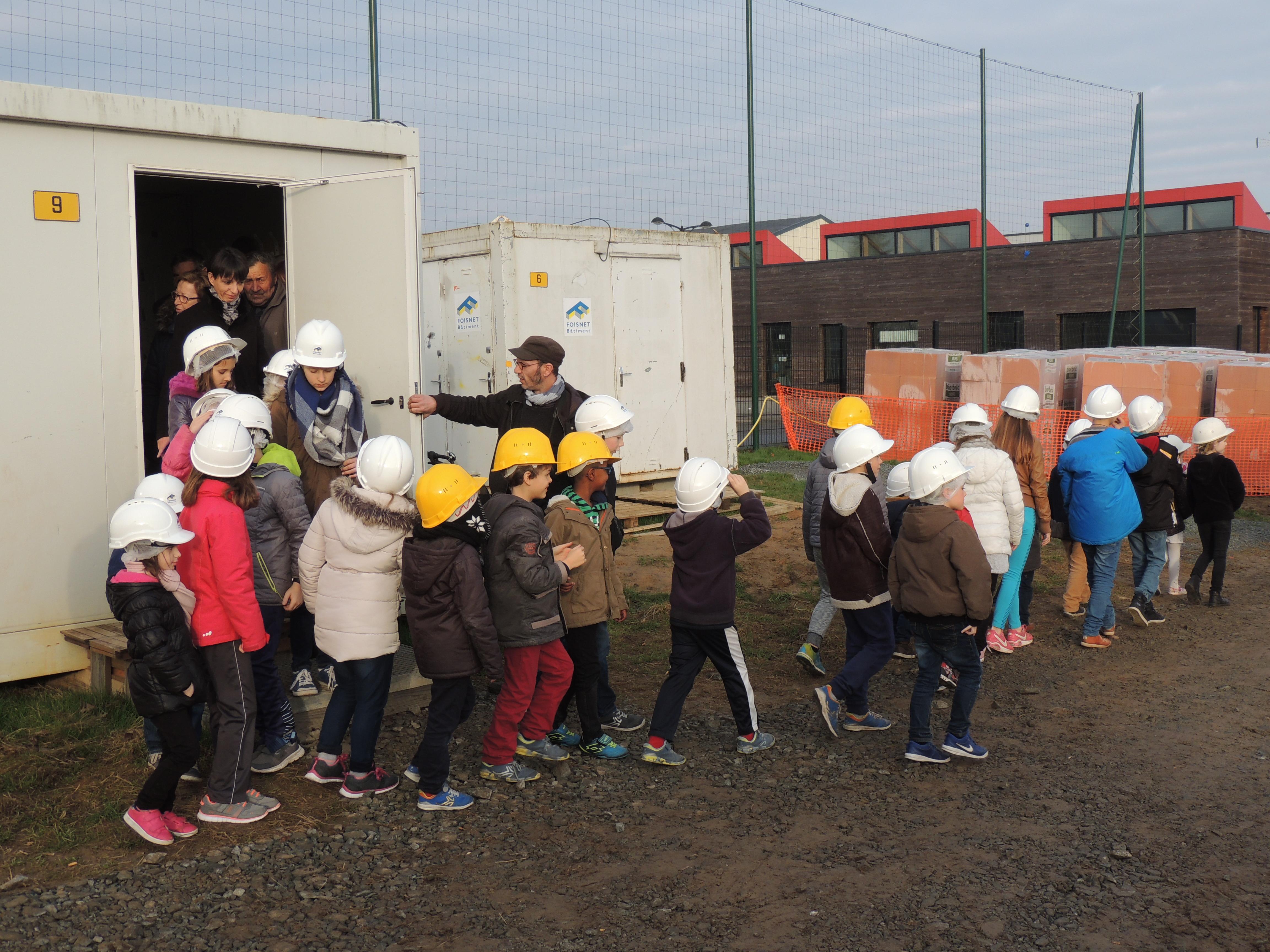 Visite_des_Elèves_au_chantier_de_la_future_Ecole_Maternelle_-_vendredi_16_decembre_2016_-____(8)