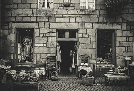 shop-antique-old-black-and-white-antique