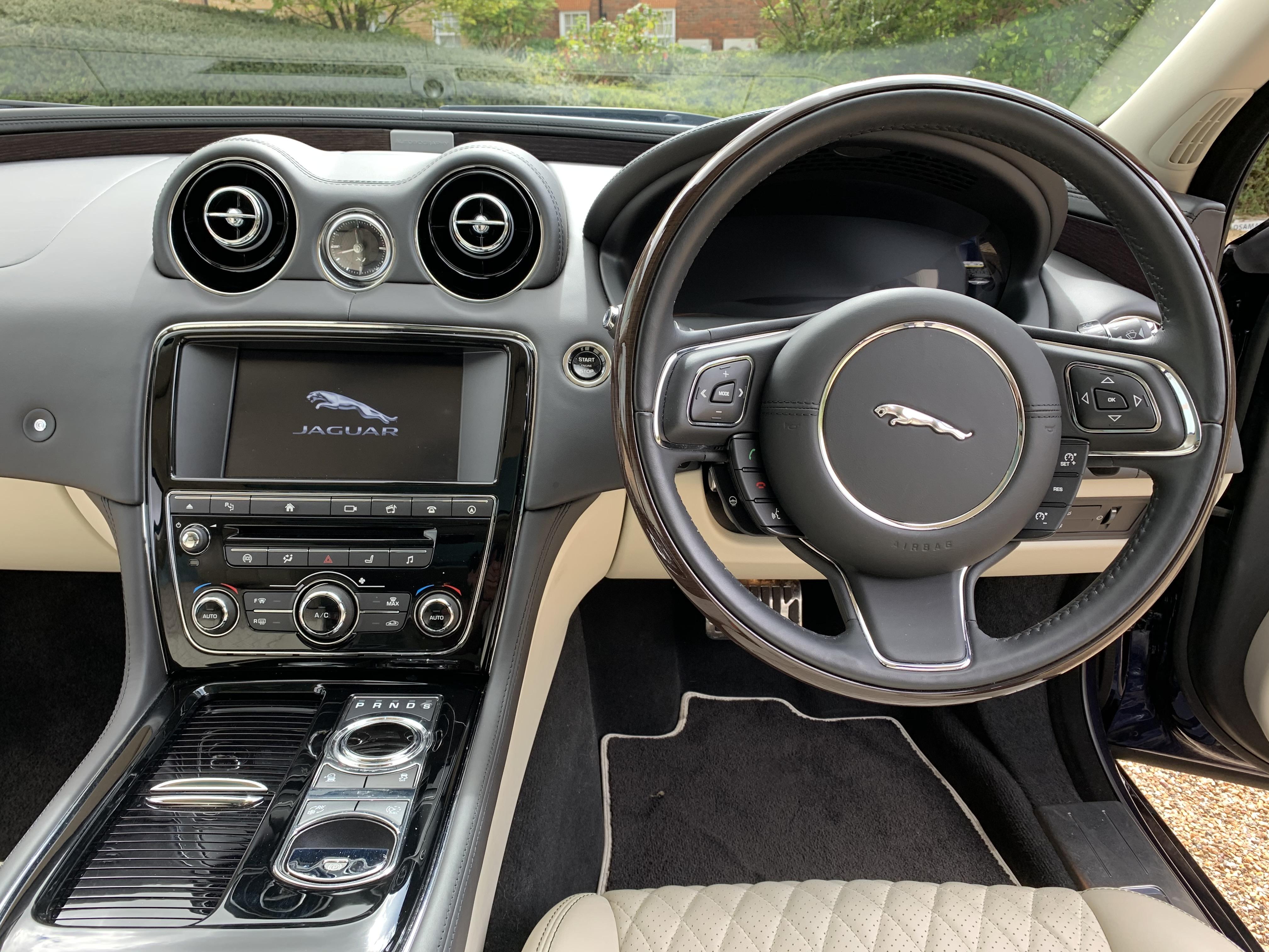 Jaguar XJ L 055