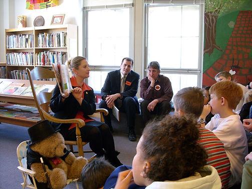 Rebekah Warren reading to elementary schoolers