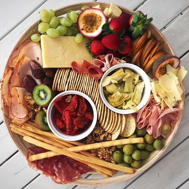 _paneantipasti can deliver these round antipasto platters to your door feeds 6-8 people how deliciou