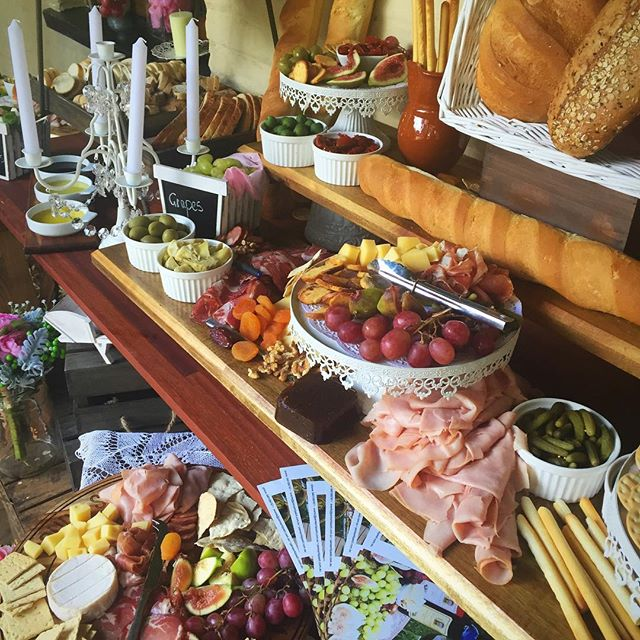 Girly antipasto grazing table #birthday #sydneyprophire #grazingtable #pane #salami #antipasto #anti