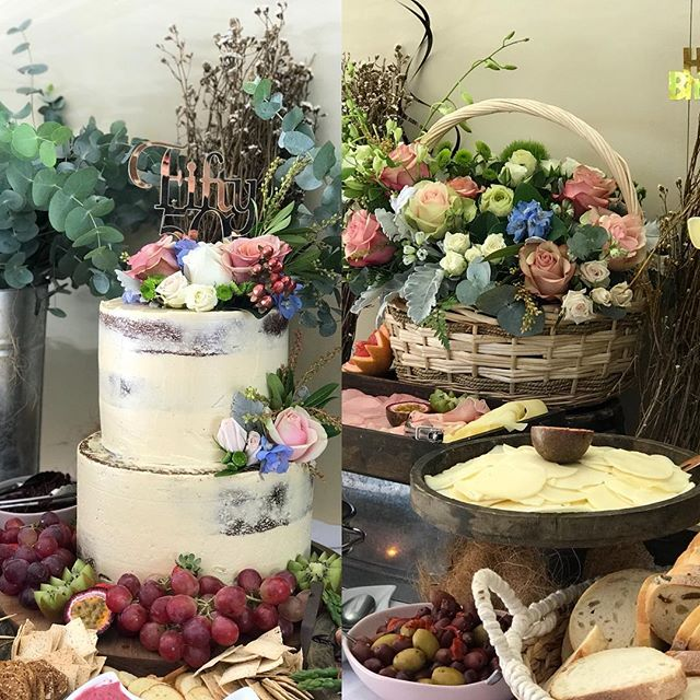 The most amazing cake and florals blende