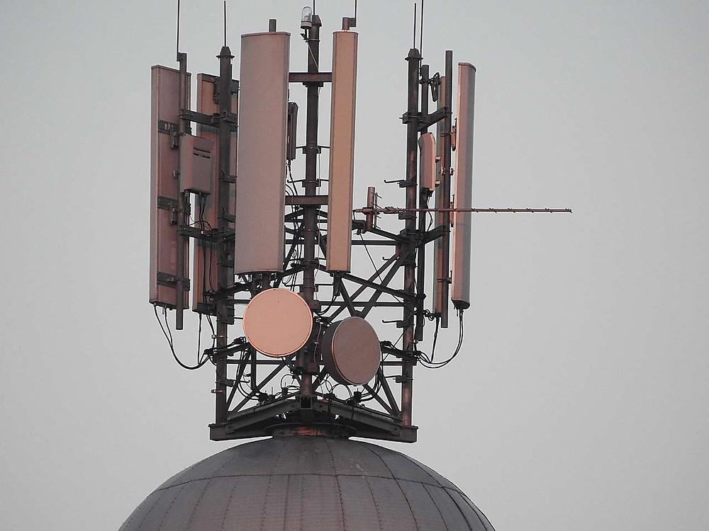 Mobile signal antennas
