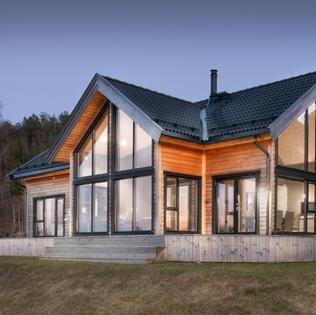 hanas-hytte-fasader-kveld-2.jpg