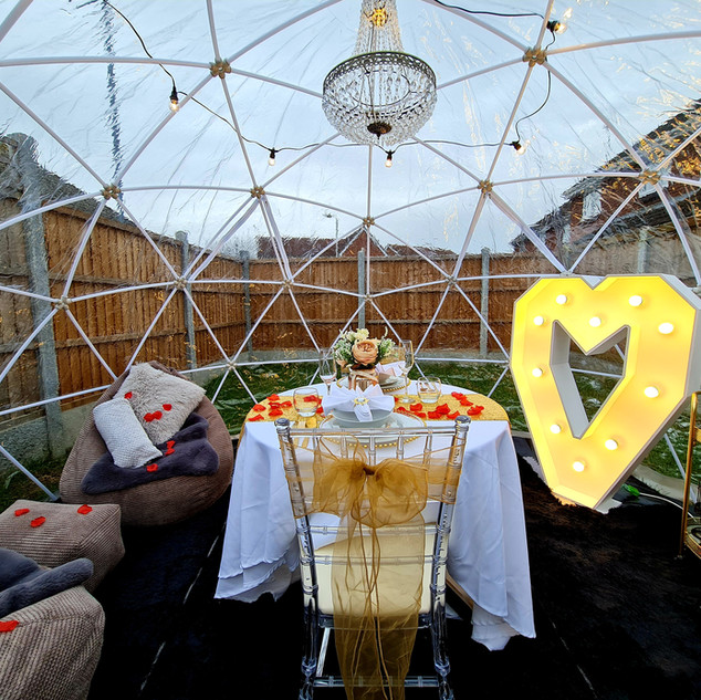 Valentines Diner Set Up For Two With 4ft Light Up Heart