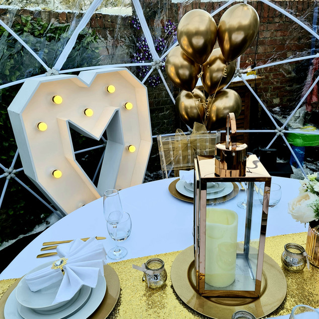 Gold Themed Dining For Two With 4ft Light Up Haert