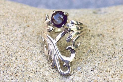 Black Star Sapphire (5mm) Round V-Shape Filigree Ring