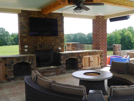 custom outdoor patio built by Butler Pool and Spa