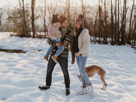 Servizio Maternity sulla neve al tramonto