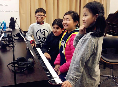 holidy piano whole day program group and private