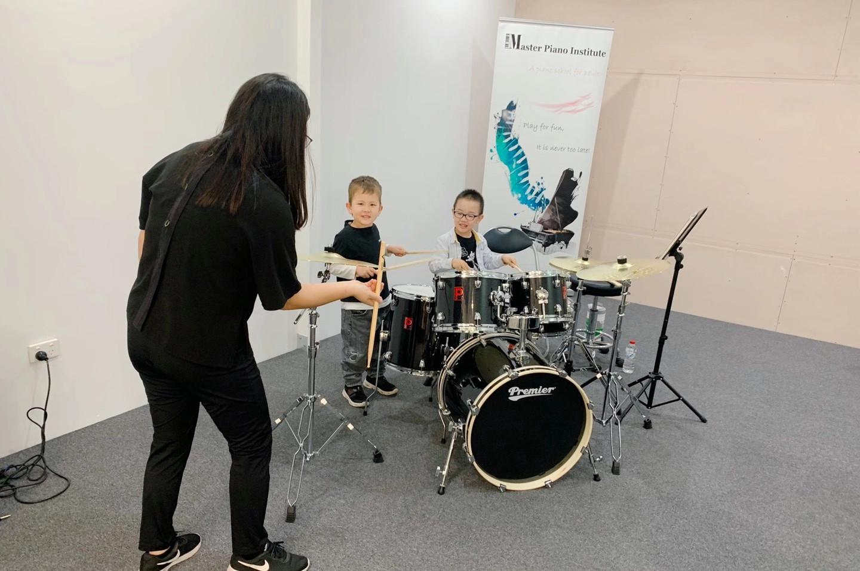 Kids' drum lesson