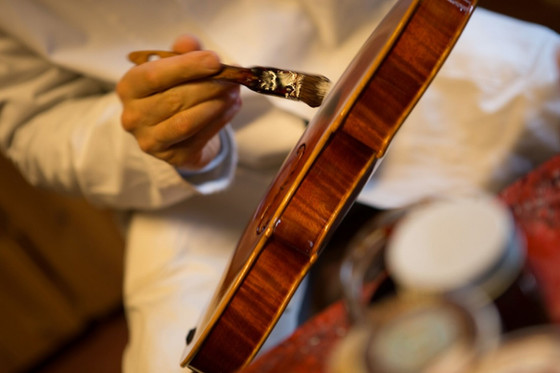 How to varnish your Cello?