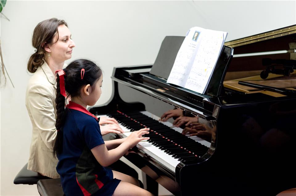 Piano private lesson for children