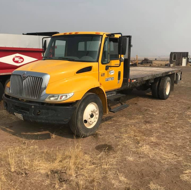 2005 International 4300 Diesel w/Flatbed