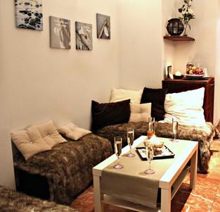 Lounge & shop