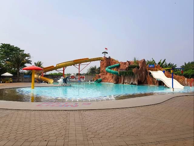 Funpark-Wateboom-Tangerang-kolam-wahana.