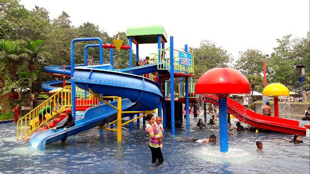 Funpark-Wateboom-Tangerang-kolam-anak.jp
