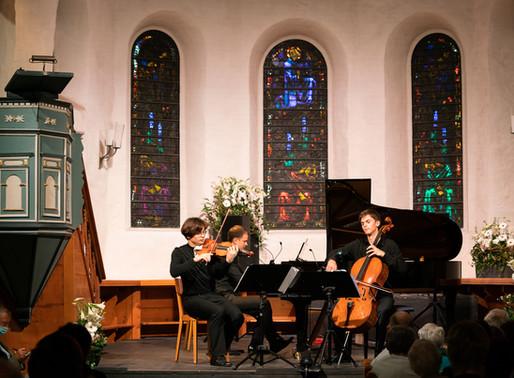 Am letzten Festivaltag das Atreus Trio senkrecht hören