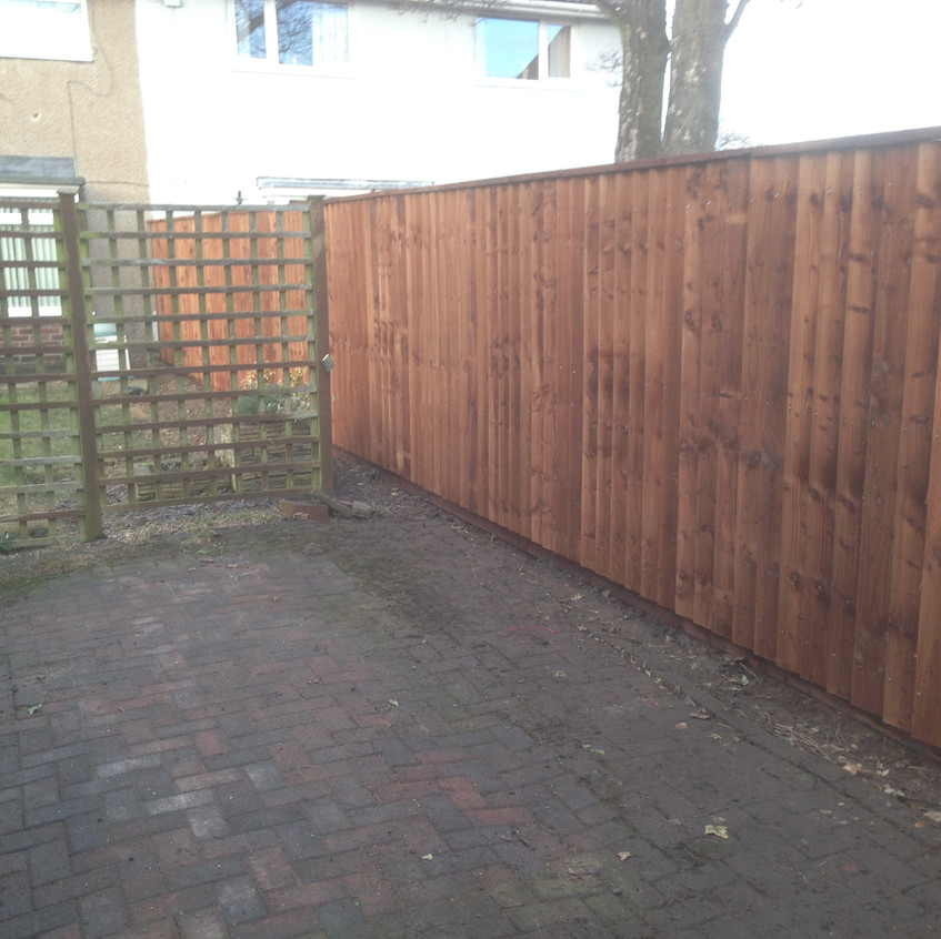 Close Boarded Overlapping Fence