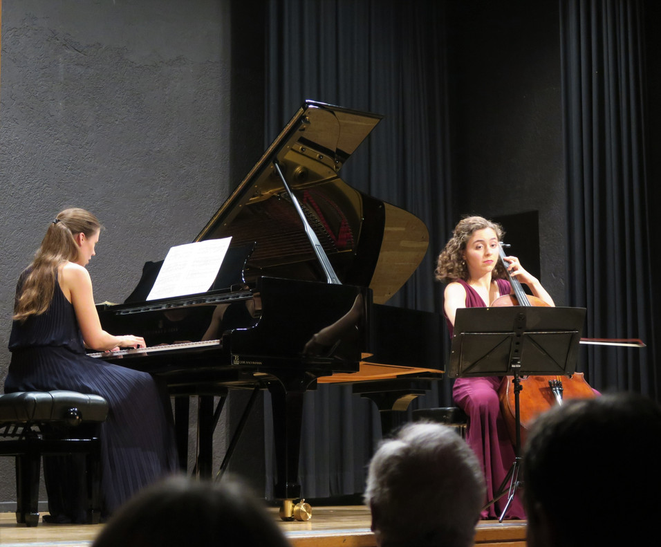 Chiara Enderle und Camilla Köhnken