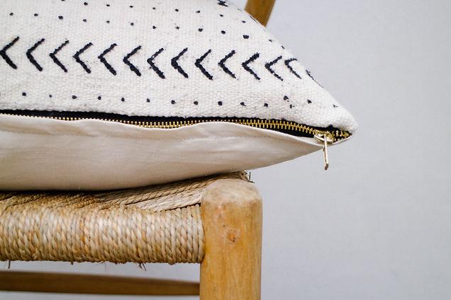 artitags_pillows_bogolan white_(2)