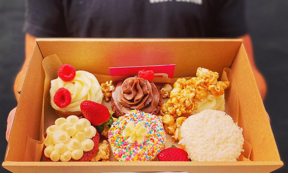 THE SIGNATURE CAKE BOX