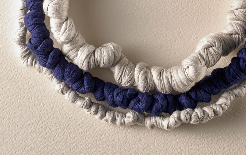 modello cecilia bianca e blu