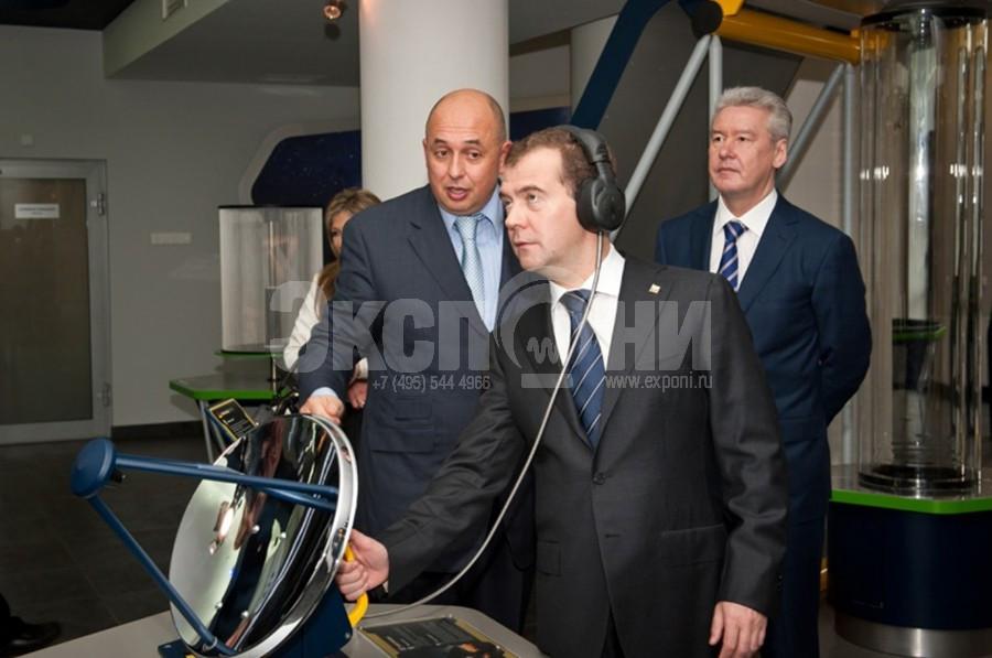 Medvedev at  Radiotelescope_lp_lp_vz.jpg