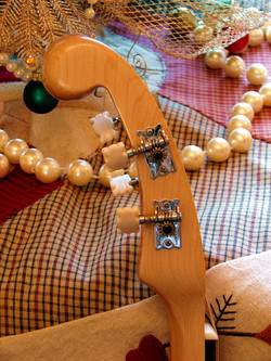 vintage-style open-gear tuners
