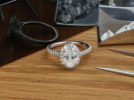 NE1026_Oval-diamond-halo-ring-closed-box