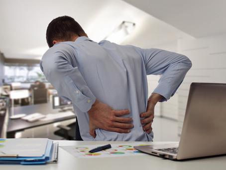 Má postura no trabalho: Como isso prejudica a sua coluna