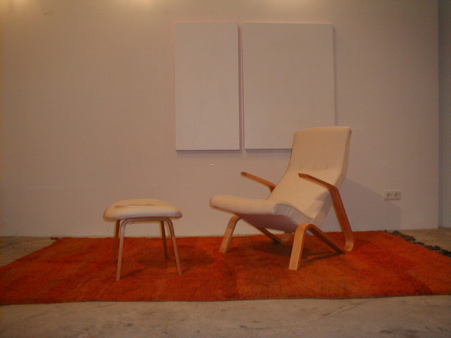Berberteppiche + moderne Möbelklassiker.