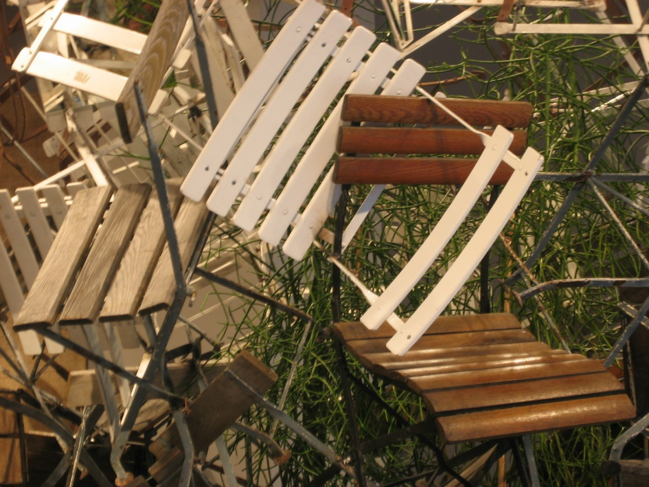 02.10.2008 Daniel Spoerri Konkrete Gartenstuhl-Poesie2