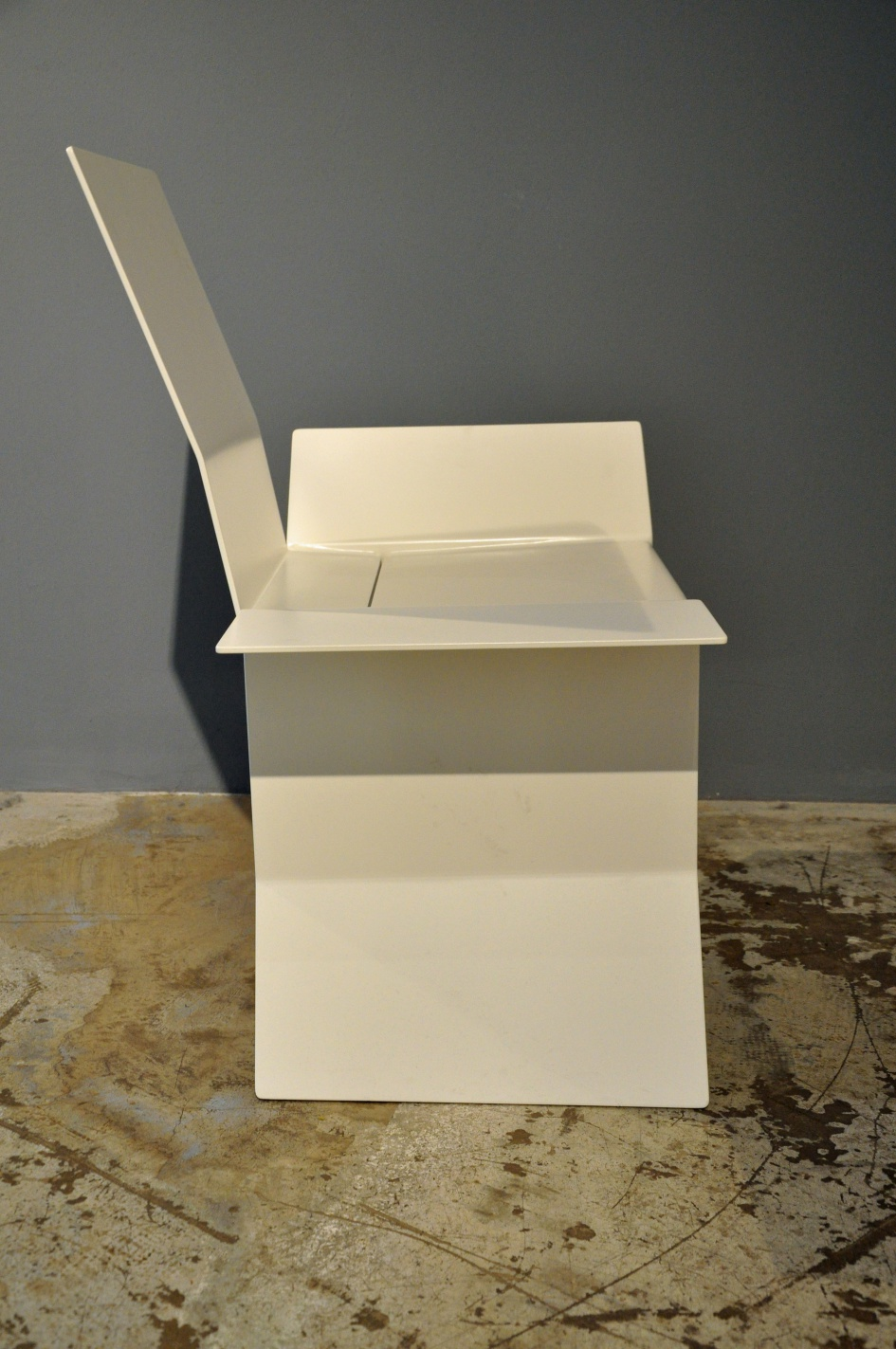 "Carton Chair M4 ""Trojan Horse"" Sébastien"