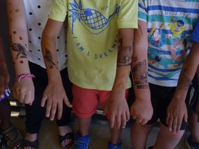 Tatouages à la mode préhistorique