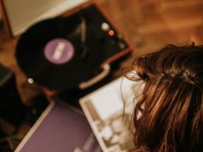 Entre a vitrola e o fone de ouvido