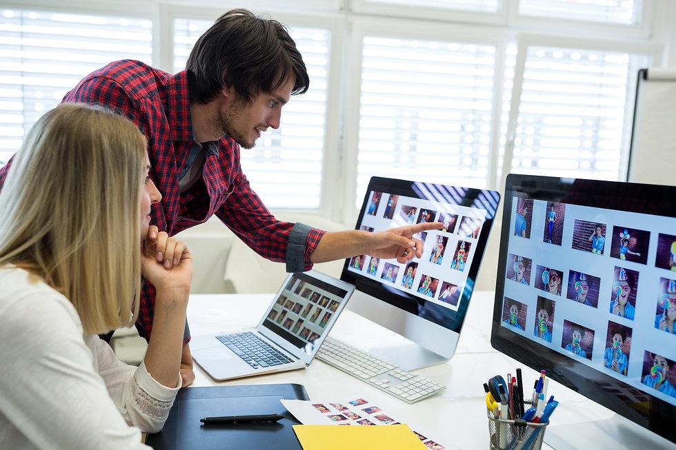 male-female-graphic-designers-interactin