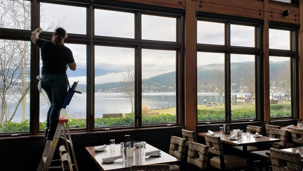 restaurant window cleaning